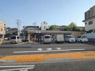 セブンイレブン多摩諏訪越通り店の画像1