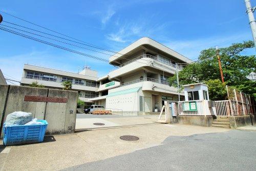 御蔵山小学校の画像