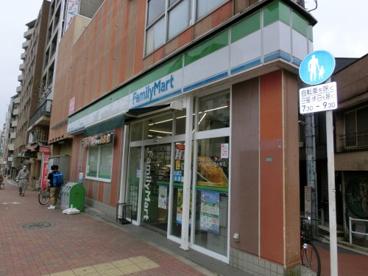 ファミリーマート東中野駅前店の画像1