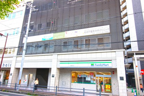 ファミリーマート 六地蔵駅前店の画像