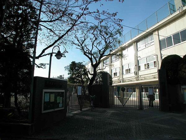 中野区立桃園小学校の画像