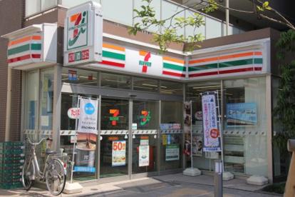 セブンイレブン 調布布田駅前の画像1