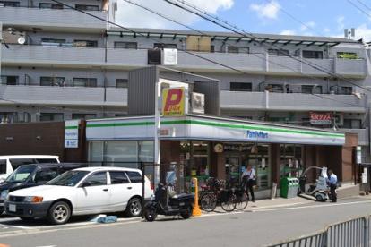 ファミリーマート 萱島駅前店の画像1