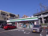 ファミリーマート忍ヶ丘駅前店
