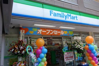 ファミリーマート新宿税務署通り店の画像1