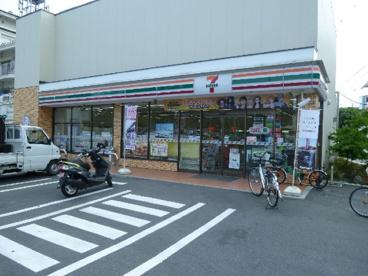 セブン−イレブン足立東綾瀬公園店の画像1