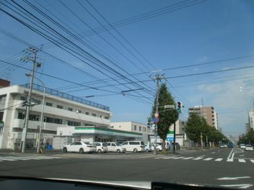 ファミリーマート札幌南8条店の画像1