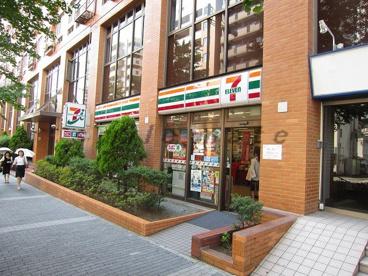 セブンイレブン横浜東口店の画像1