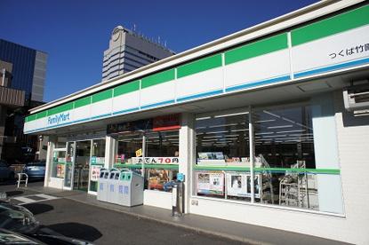 ファミリーマート竹園店の画像1