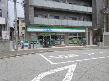 ファミリーマート 阪急中山駅前店の画像1