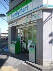 ファミリーマート小茂根二丁目店の画像1