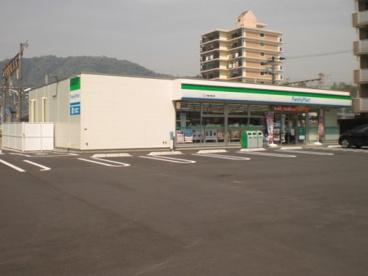 ファミリーマートJR亀川駅前店の画像1
