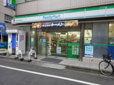 ファミリーマート学芸大学駅前の画像1