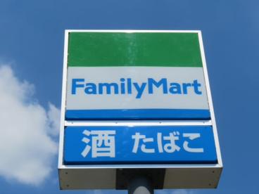 ファミリーマート秀栄国領八丁目店の画像1