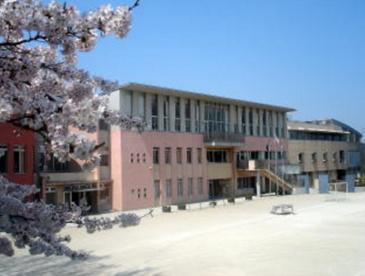 調布市立調和小学校の画像1