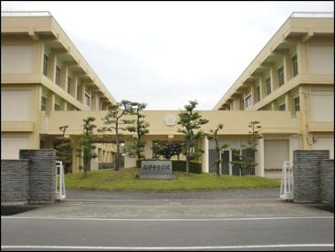 北伊予中学校の画像1