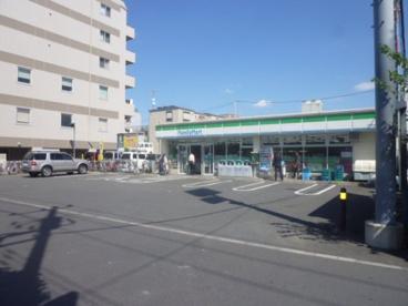 ファミリーマート六町駅前店の画像1