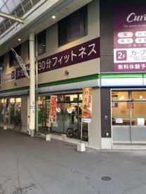 ファミリーマート東淡路店の画像1