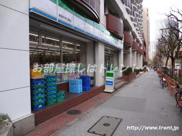 ファミリーマート新宿中央公園店の画像1