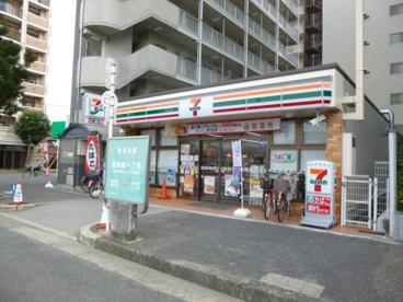 セブン‐イレブン 大阪東淀川駅前店の画像1