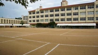 神戸市立本庄中学校の画像1