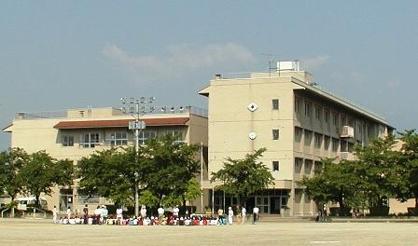甲府市立新田小学校の画像1