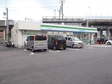 ファミリーマート忍ケ丘駅前店の画像1