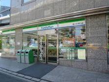 ファミリーマート横浜駅東口店の画像1
