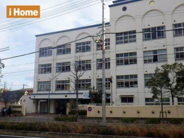 神戸市立本山中学校の画像1