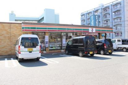 セブン-イレブン 八幡槻田2丁目店の画像1