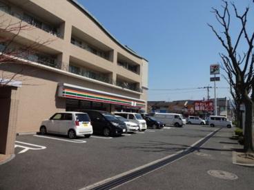 セブン-イレブン 八幡三ケ森店の画像1