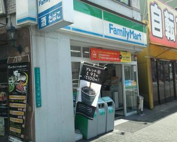 ファミリーマート十三本町二丁目店の画像1