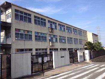 孔舎衙東小学校の画像1