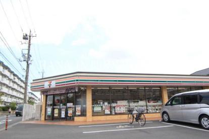 セブン-イレブン 足立青井1丁目店の画像1
