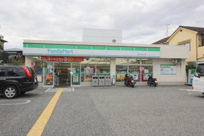 ファミリーマート豊中本町五丁目店の画像1