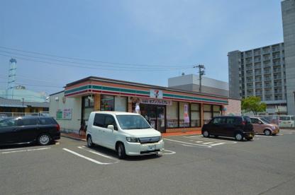 セブンイレブン 八幡陣原店の画像1