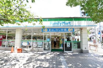ファミリーマートJR西宮駅北口店の画像1
