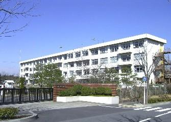 八王子市立松が谷中学校の画像1