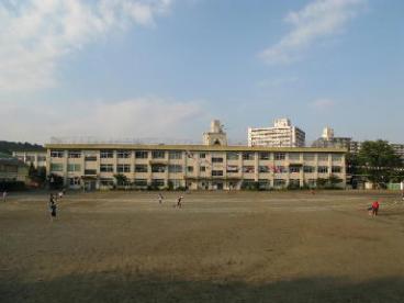 八王子市立浅川中学校の画像1