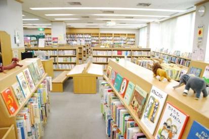 調布市立中央図書館の画像1