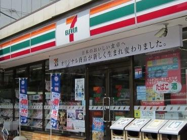 セブンイレブン 楠町店の画像1