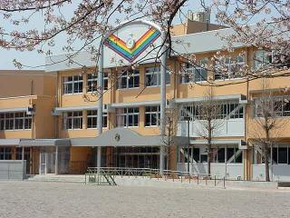 稲城市立平尾小学校の画像1