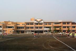 稲城市立平尾小学校の画像2