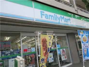 ファミリーマート鹿浜二丁目店の画像1