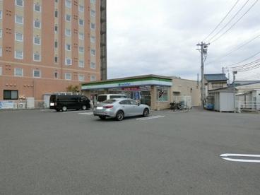 ファミリーマート 鈴鹿平田二丁目店の画像1