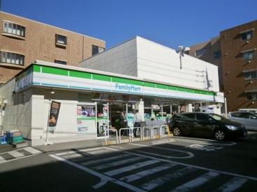 ファミリーマート世田谷二丁目店の画像1