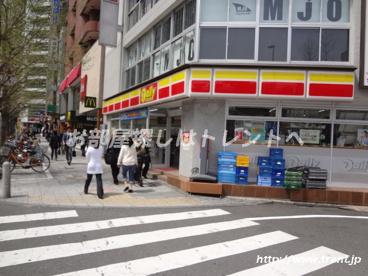 ヤマザキデイリーストア新宿大ガード西店の画像1