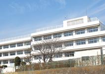 秦野市立鶴巻中学校
