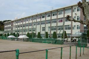 日宇中学校の画像1