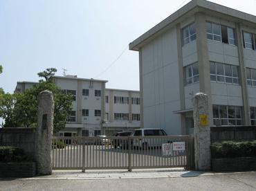 三重小学校の画像1